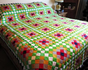 Sale Vintage King Size 104x94 Quilt Top HANDMADE Poly Finished Beautifully at Corners Pristine Cheerful Colors PICS on KS Bed