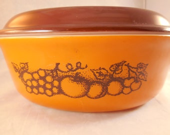 Pyrex casserole dish with lid in the Old Orchard  pattern, 1 1/2 quart.