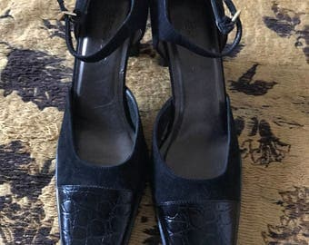 Aerosole brand black Suade Shoes with Heel size 8B