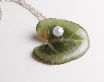 Cyclamen Leaf & Freshwater Pearl Necklace