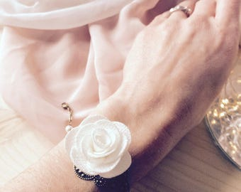 "Bracelet ""Gipsy"" white flower and cord"