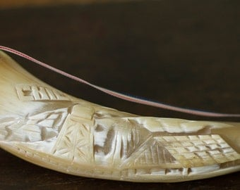 """Vintage carved horn souvenir from Chile, 11"""" , Ribbon in Chilean national colors, Cornucopia"""
