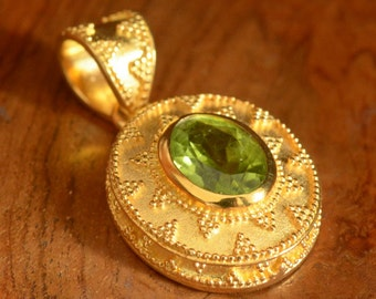Pendant 24K Gold Vermeil over Sterling SILVER & Genuine Peridot 5.30 g ~ Bali