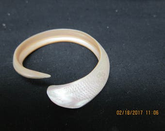 Mother of Pearl Bracelet - Imprinted New Caledonia