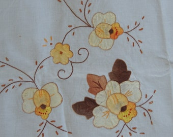 Vintage tablecloth and six napkins. Appliqued tablecloth & napkins. Handmade. Vintage table linens