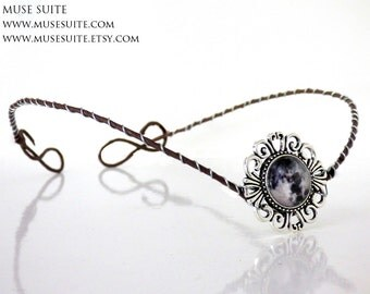 Moon Tiara, Moon cameo crown made with artificial braches - Wiccan circlet - Pagan headdress - Wicca, Celtic.