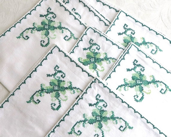 8 large embroidered napkins, green embroidery on white linen, cross stitched pattern and cross stitched edge, 16 inches sq, mid 20th century