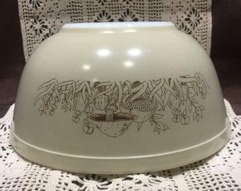 Pyrex Forest Fancy 2.5 quart Mixing bowl - size 403