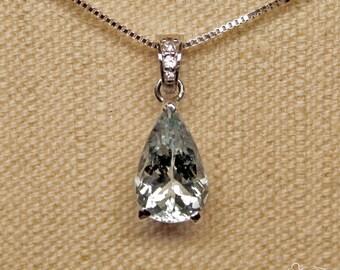 White gold pendant with aquamarine and diamonds