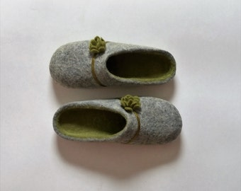 Made from Eco friendly sheep's wool. Grey/green wool slippers for women. Gift for her. Home shoes.