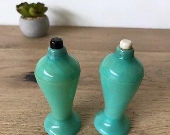 Vintage plastic Turquoise Salt and Pepper Shaker Set by Carvanite of Los Angeles
