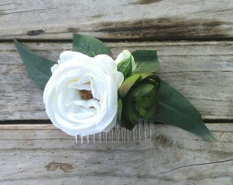 White Rose and Succulent Hair Comb featuring Silk Roses, Succulents, Eucalyptus and Rosebuds. Bridal Wedding Flowers.