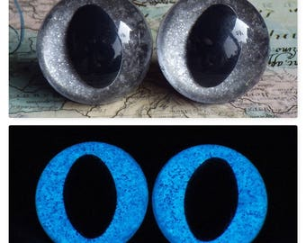 24mm Glow In The Dark Cat Eyes, Smoky Silver Glitter Safety Eyes With Blue Glow, 1 Pair of Plastic Safety Eyes
