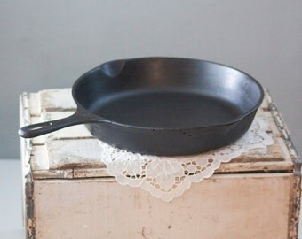"""Unmarked skillet manufactured by Wagner Ware, #10, 11-3/4"""" maufactured in the 1960's"""