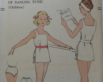 Vintage sewing pattern. Vogue 10032 size 6 and 8 dancing tunic. FF unused