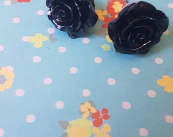 Black flower shaped vintage style earrings