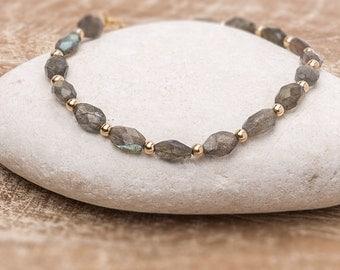 Labradorite Bracelet/Labradorite gemstone bracelet/Fiery Labradorite Bracelet