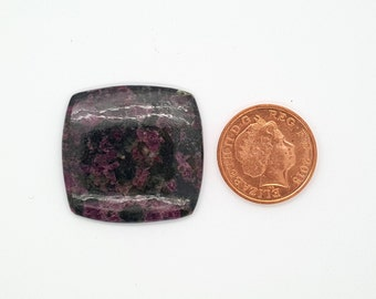 Eudialyte Cabochon med 3:4