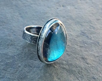 Labradorite ring with textured band