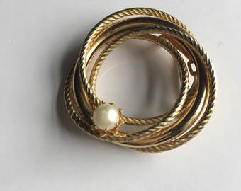 VINTAGE PIN BROOCH Golden Pearl