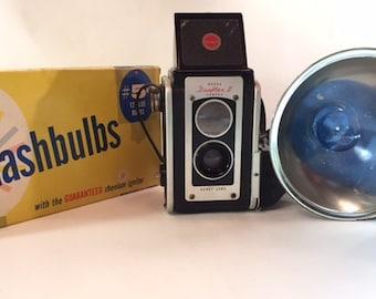 Kodak 1950s Duaflex II camera with flash and bulbs