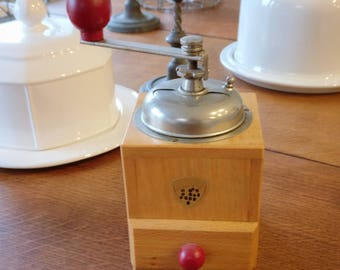 Sweet rustic French coffee grinder (1108)