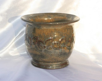 Brown and ochre leaf pattern pot