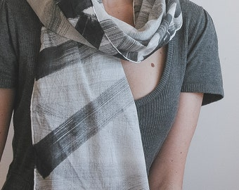 Spring scarf in cotton in black and white