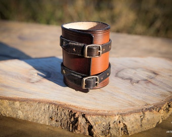 Leather wristband in brown and black
