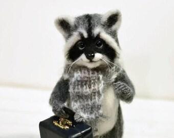 Traveler raccoon, Sculpture raccoon, Miniature raccoon, Animal raccoon, Raccoon toy, Wool toy, Miniature suitcase, Raccoon and suitcase