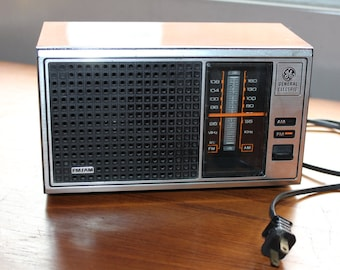 General Electric AM/FM Radio -- Model 7-4115B -- Walnut Grain Finish Polystyrene -- 8.75 x 4.5 x 4 -- Tabletop -- GE, Radio --  Singapore
