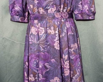Cute 1970s  purple floral shirt waist dress Ships Free