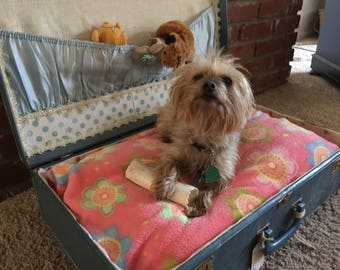 """ADORABLE Vintage Suitcase """"re-purposed"""" Dog Bed w/ theurapeutic memory foam mattress"""