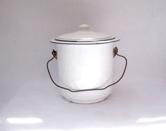 White enamelware chamber pot with lid, chamber pot bucket with lid, French vintage enamelware, enamel chamber pot