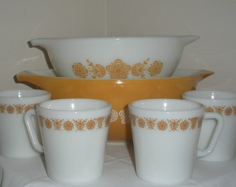 Set of 4 Pyrex Cups/Mugs in Butterfly Gold Harvest Gold