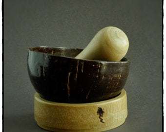mortar and pestle bamboo/coconut/charm.