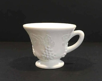 Vintage White Tea Cup , Tea Cup with Grapes, Replacement, Tea Cup , Milk Glass , Punch Glass , Grapes Coffee Cup , Shabby Chic, Grape Leaf