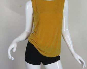 chandail court en jaune moutarde la main en tricot de. Black Bedroom Furniture Sets. Home Design Ideas