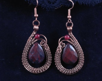 Handmade dangle earrings with red Indian agate in oxidized antiqued copper wire. Unique wire wrapped vintage jewelry Art Deco inspired.