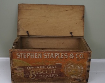 Found Antique Wooden Advertising Crate - Staples Biscuit Bakery - over 100 years old and in great condition! Farmhouse decor