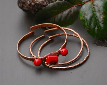 Red bangle bracelets Set of 3 pieces Copper Bangle Bracelets Stacking bangles Twisted copper Hammered copper bracelets Coral copper metal