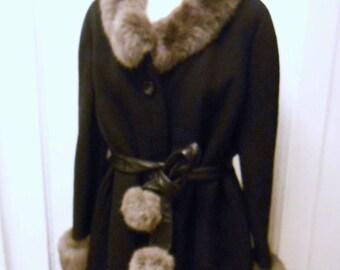 Great black 70s coat with grey fur collar Warmers Vintage Original