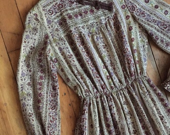vintage 1990s dress // 90s does 70s Indian printed dress