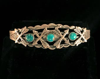Vintage Navajo Fred Harvey era Native American cuff bracelet, hand stamped sterling silver with natural turquoise, arrow design, from 1930s