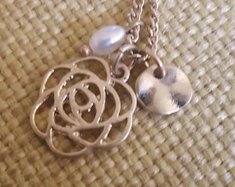 Dainty little gold necklace with a flower and pearl pendant