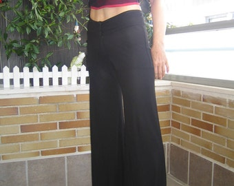 Pants in black color. Pants bell-style in black color
