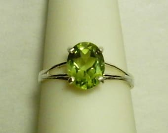 9x7mm Manchurian Peridot Gemstone in 925 Sterling Silver Ring August Birthstone
