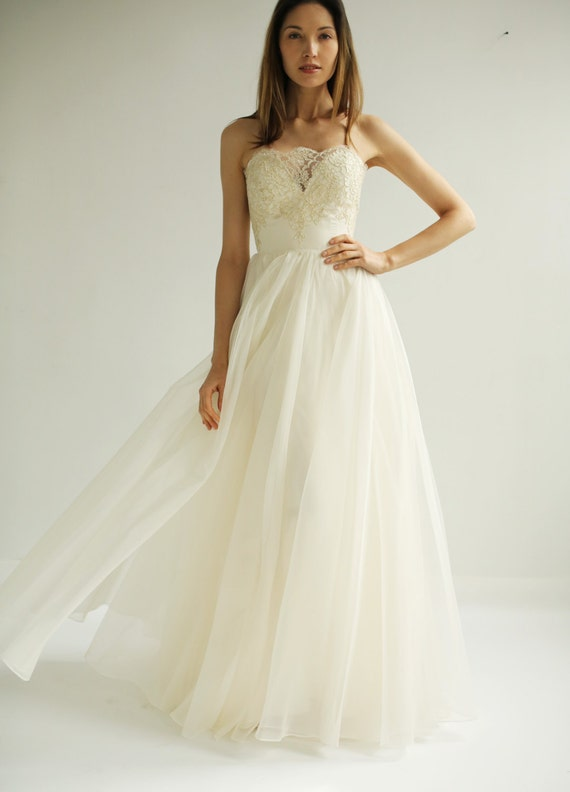 Sample Sale  BRAND NEW Marion gown in ivory with french lace