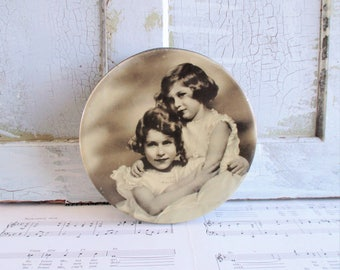 Vintage 1930s Princess Elizabeth and Princess Margaret Round Tin