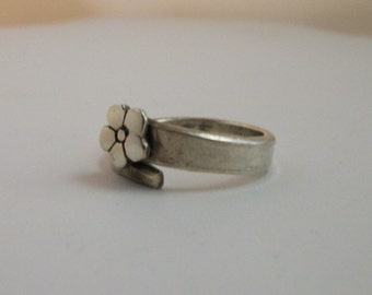 Hand forged sterling silver flower ring, recycled sterling silver ring . Size 7.5 US - sterling silver jewelry
